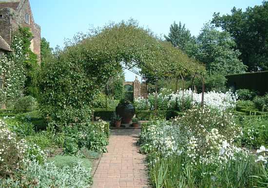 Sissinghurst Castle Gardens White Garden 2